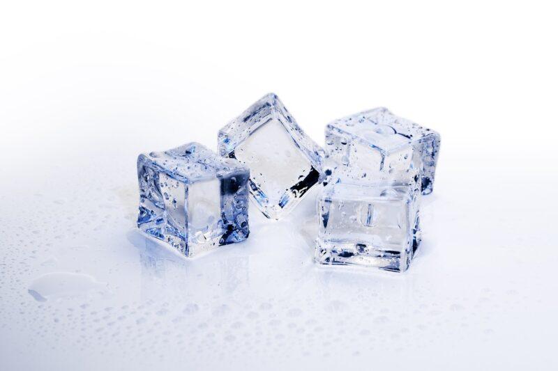 氷の穴は何のため?飲食店の氷に穴がある理由について!