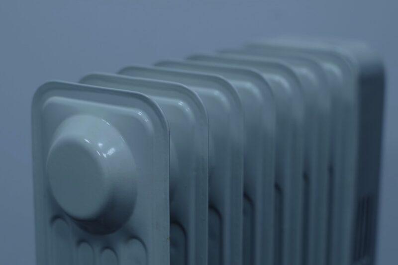 暖房器具で高齢者にも安全な選び方のポイントとは?