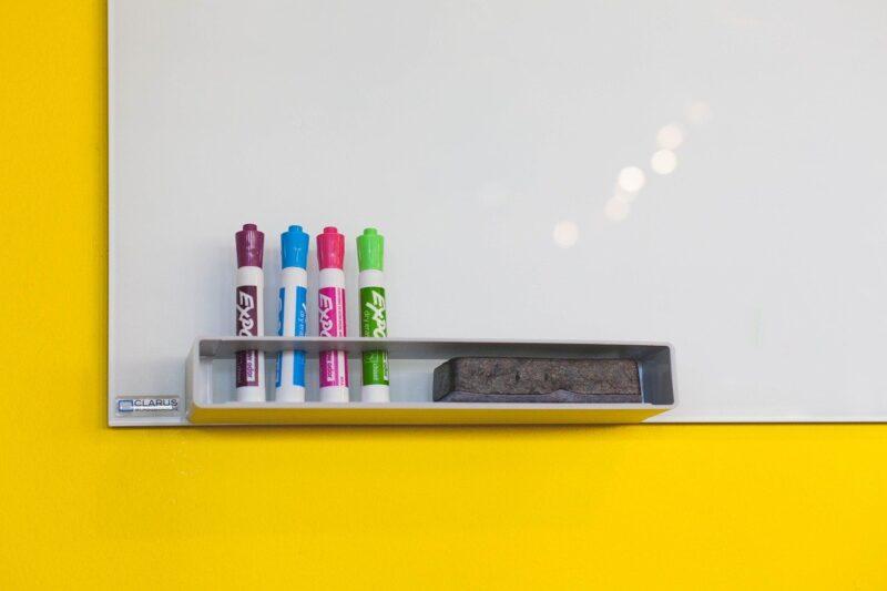 ホワイトボードに罫線を書くのにおすすめの塗料や引き方とは?