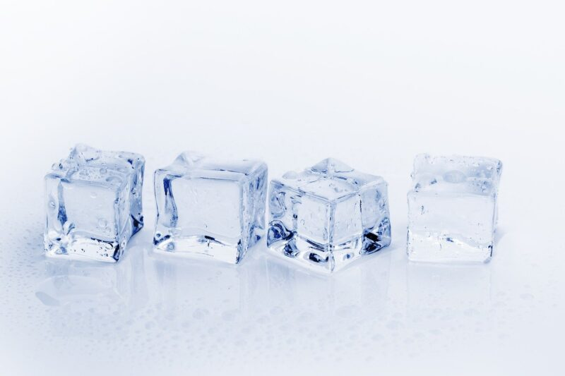 氷に塩を入れるとよく冷える!?量はどのくらいがベストなの?