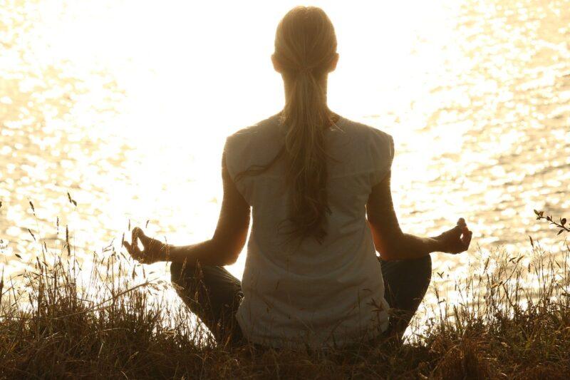 瞑想はいつやると効果がいいの?朝と夜で違いはあるの?