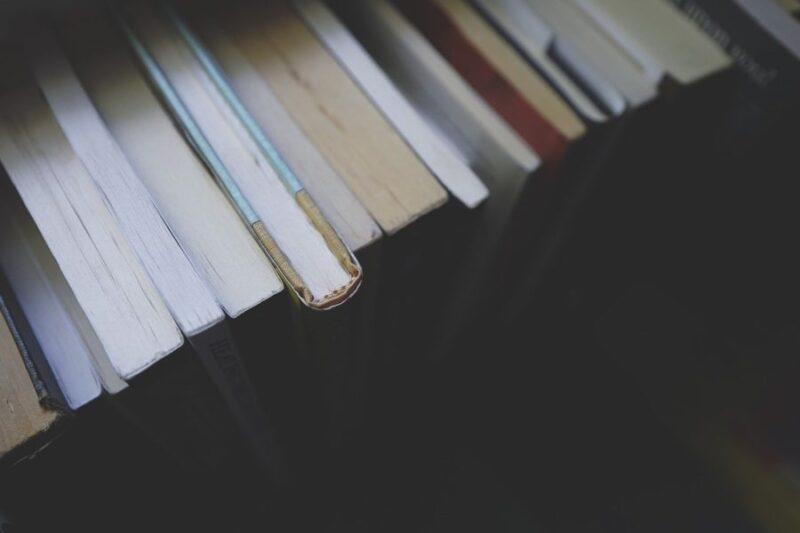 本の保管におすすめの方法や収納の際の注意点とは?