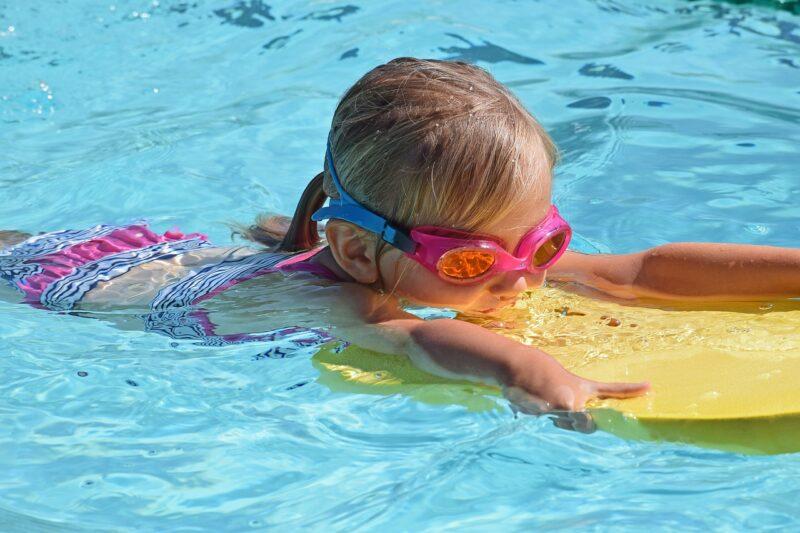 水泳はいつから習うのがベスト?メリットは?